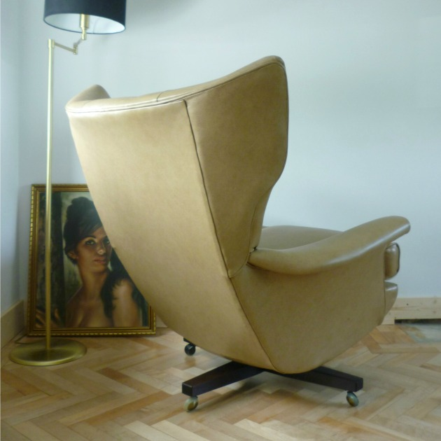 Back of Vintage G Plan 6250 Swivel chair in Parchment Leather